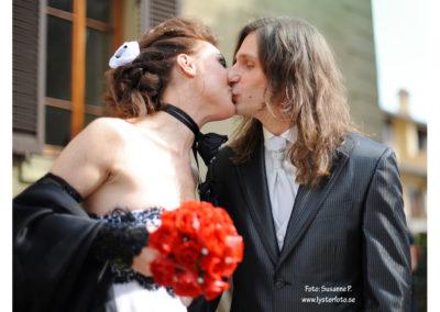 bröllops fotogarfering brud kyss  lysterart.com